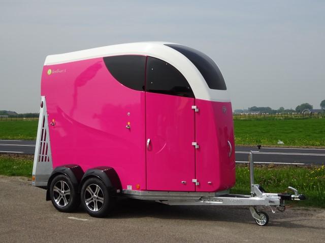Bucker-Careliner-S-roze-wit-zadelkamer-16-640-x-480.jpg
