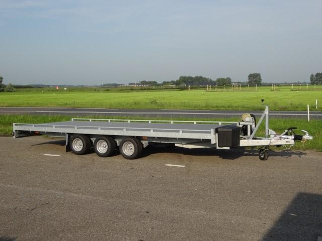 Titan-Autoambulance-V35-505-x-205cm-3500kg-tridem-1-640-x-480.jpg